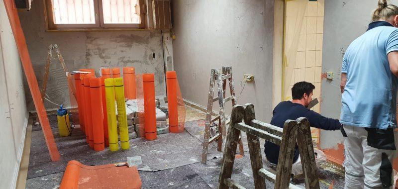Renovierung Plätze und Kabine laufen auf Hochtouren